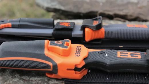 12 couteau de survie Bear grylls ultimate Pro