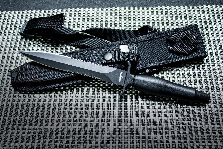 Test de couteau de combat Gerber Mark 2