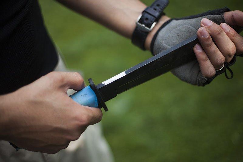 23 Test couteau de combat Ontario Marine Raider